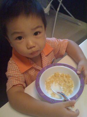 吃早餐准备去幼儿园