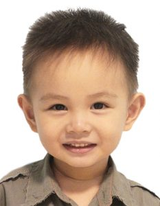 勋弟两岁半重新拍护照照片