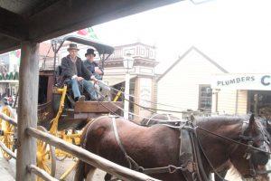 墨尔本淘金镇的古式马车