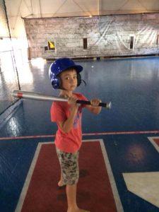 2014年带俩娃去打室内棒球