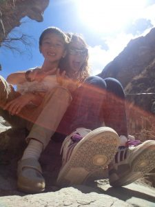 2014年带俩娃一起完成了云南中虎跳峡的徒步