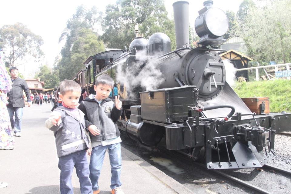 和Puffing Billy蒸汽火车头的合影